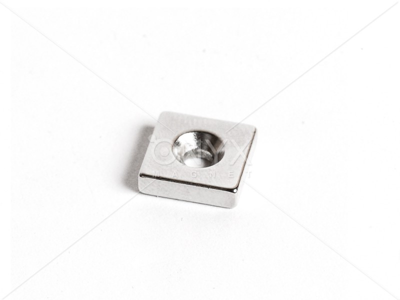 Неодимовий магніт призма 12x12x3мм з зенковкой 3.5/6мм
