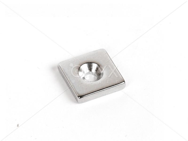 Неодимовий магніт призма 15x15x3мм з зенковкой 3/6мм