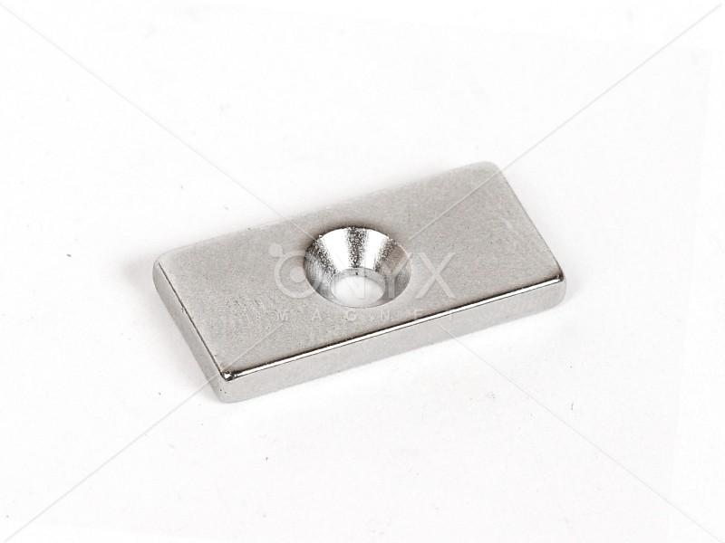 Неодимовий магніт призма 25x12x3мм з зенковкой 3.5/7мм