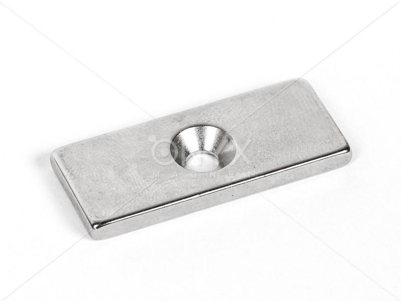 Неодимовий магніт призма 35x15x3мм з зенковкой 4/8мм