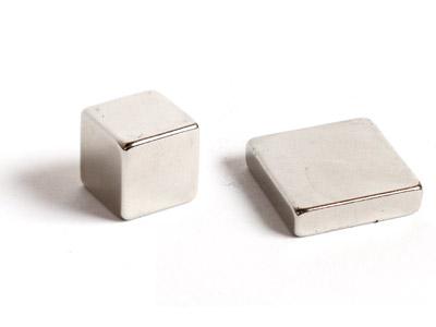 Магнітні квадрати і куби